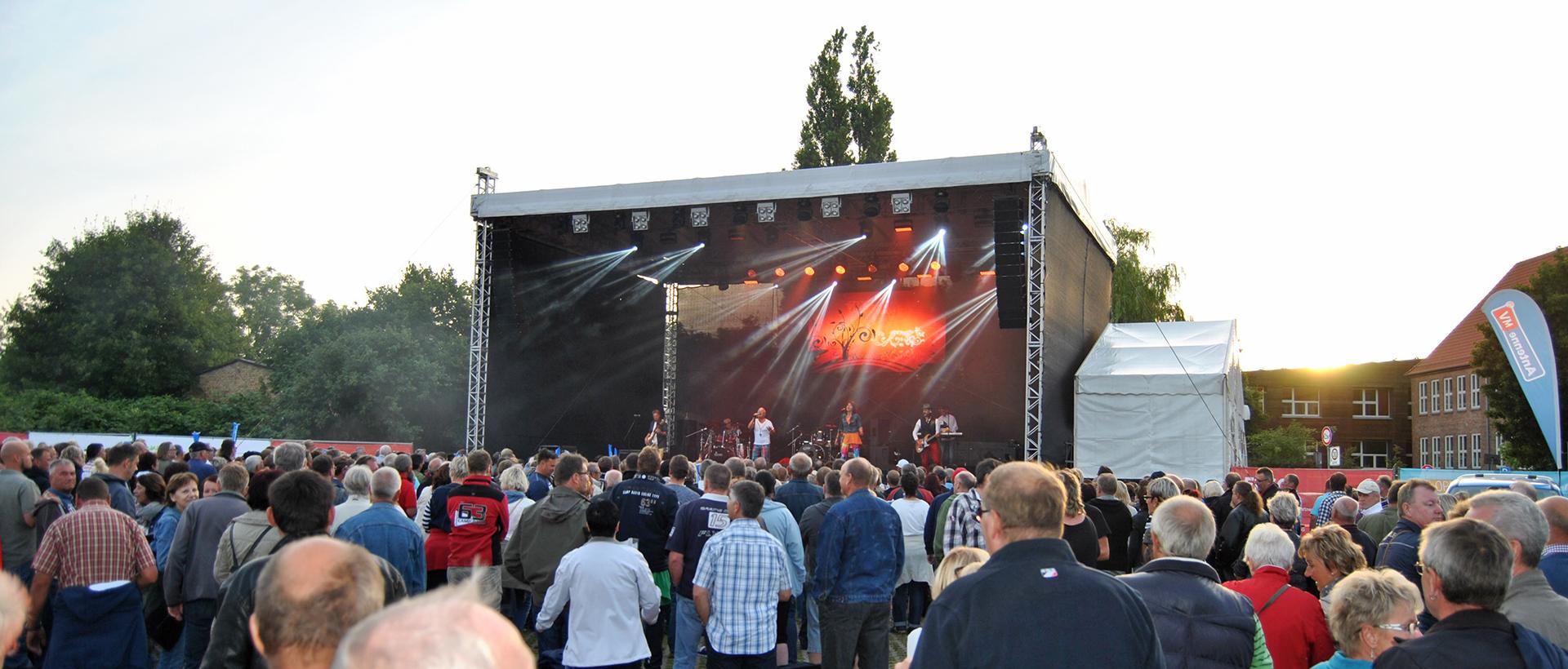 events rückblick sundkonzerte 2015 sommerkult am strelasund saragossa band mahnkesche wiese stralsund events in vorpommern
